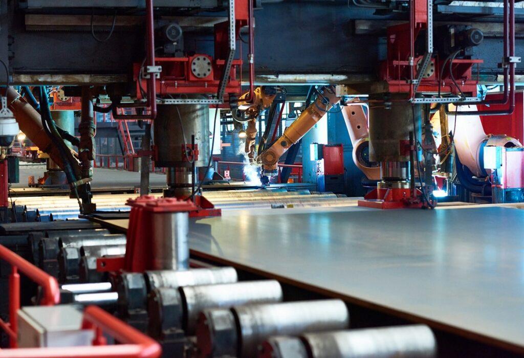 lavorazione lamiera attraverso l'utilizzo di macchinari per la carpenteria